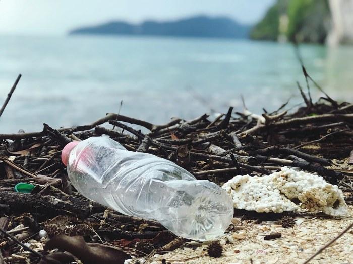Stop-plástico, un canal de sensibilización y denuncia sobre el abandono de basura en los entornos naturales
